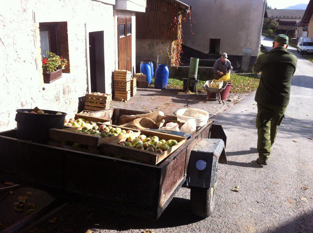 Schnaps liegt in der Luft in Loski Potok Slowenien