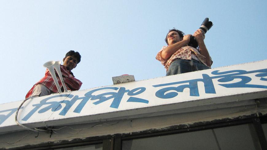 Ahpropos Dach, der Sniper rechts ist der Herr Prechtel und da isser grad in Bangladesh / www.maximilianprechtel.com/portfolio/about