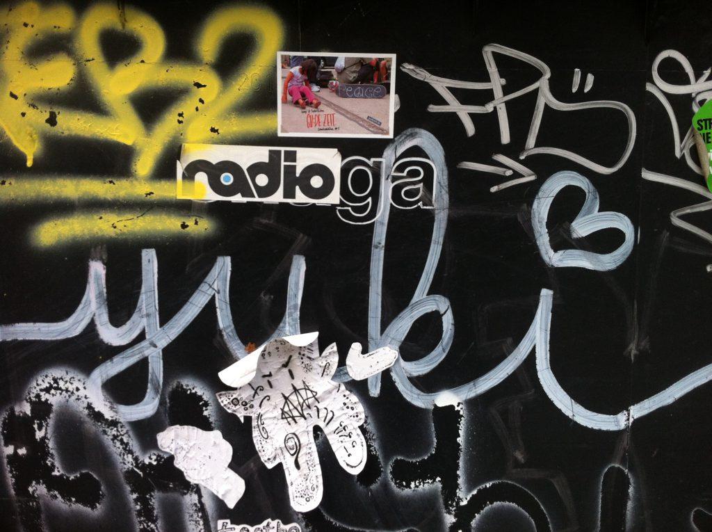 Radio & Gude Zeit Sticker in Ljubljana