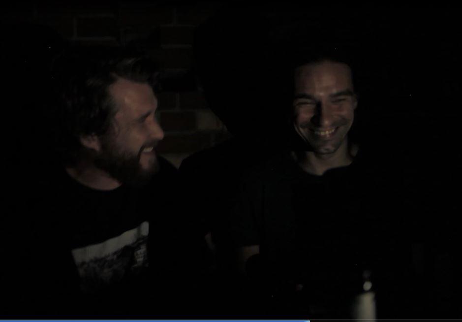 Arne Krüger von Radio Skateboards und Lorenzo Taurino vom Gude Zeit Magazin haben Spaß in den Backen und ne gude Zeit in Kreuzberg
