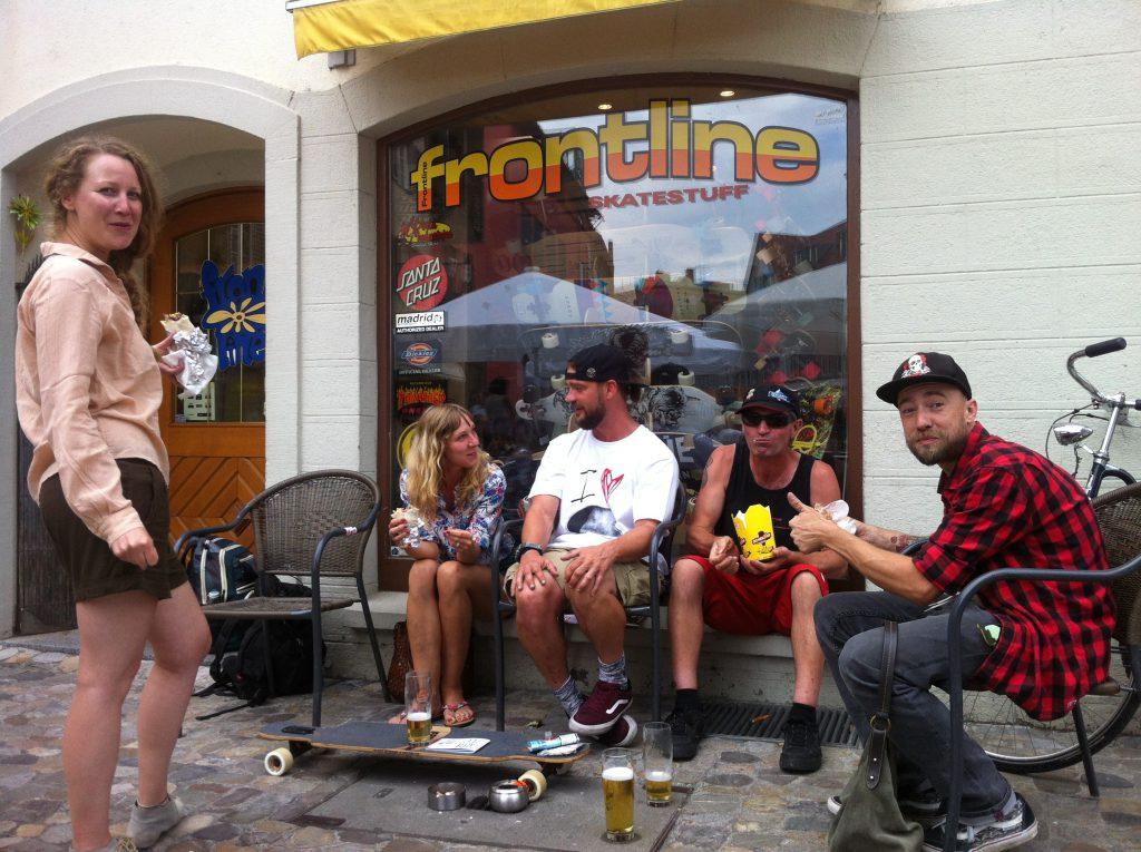 Mampfi-Mampfi vorm Skateshop Konstanz aka Frontline, dem Laden von Transition-Urgestein Bernd Jahnel