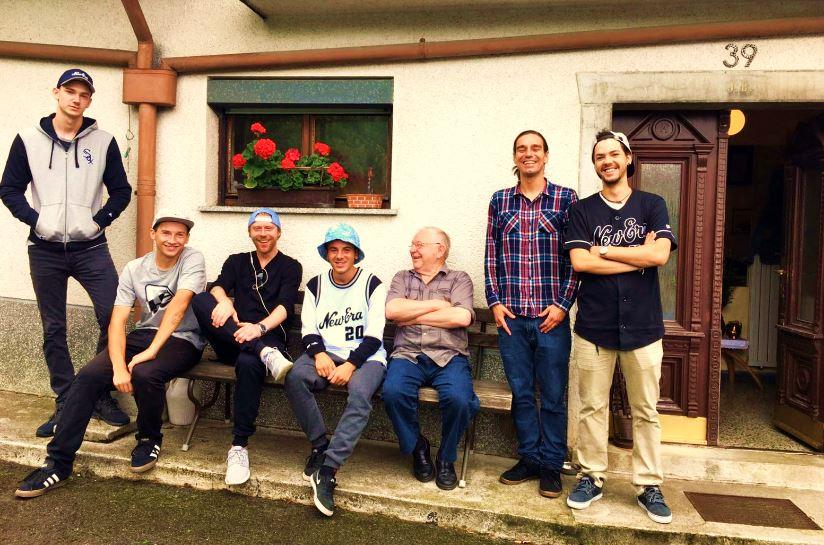 Von links nach HauseinGANG: Mario Bürger, Alex Ring, Sascha Ewest, Kalle Zollino, Onkel Alois, Lorenzo Taurino, Merlin Zambra
