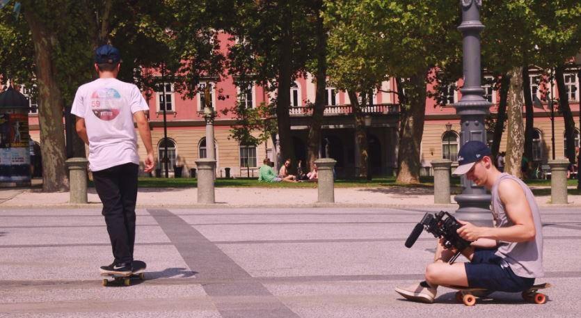 Kalle Zollino und Mario Bürger sammeln Footy für das Summer Skate Tour Slovenia.