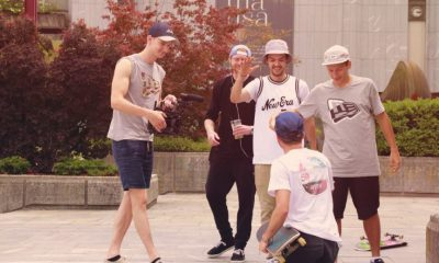 Happy Teamwork: Kalle kriegt die Props ab und Mario (links) die Footy!