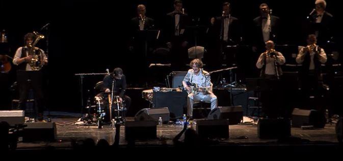 Goran Bregovic und seine Band intonieren das Partisanenlied Ciao Bella Ciao